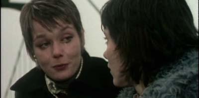 Wollen überleben: Abby Grant (Carolyn Seymour) und Jennie Richards (Lucy Flemming)